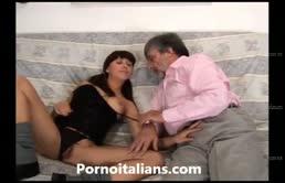 Un incesto con masturbazione fra figlia ed padre