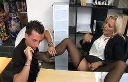 Bionda matura chiava sulla scrivania